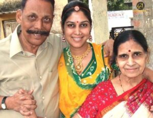 Sakshi-_Tanwar_Parents_celebanything
